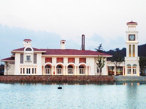 世茂佘山庄园一套占地约40亩的别墅,签约成交价格达到2.05亿元。 CFP 资料