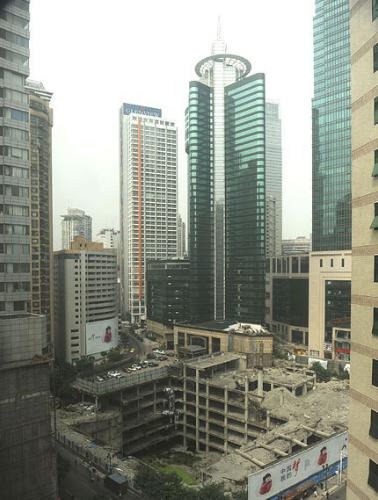 重庆高楼地基下现8层楼房 如此艺术惊爆眼球为之惊叹(组图)