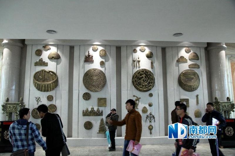 """广州土豪金""""铜钱大厦""""竣工 业主曾悬赏10万征名【9】"""