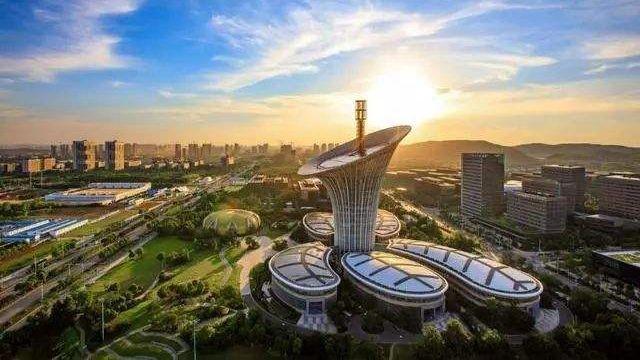 """新一线城市""""下血本""""争总部 中国城市格局正重写_图1-3"""