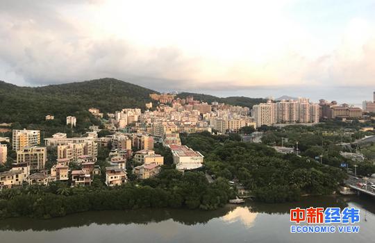三亚市内的一片住宅区域 中新经纬 薛宇飞 摄