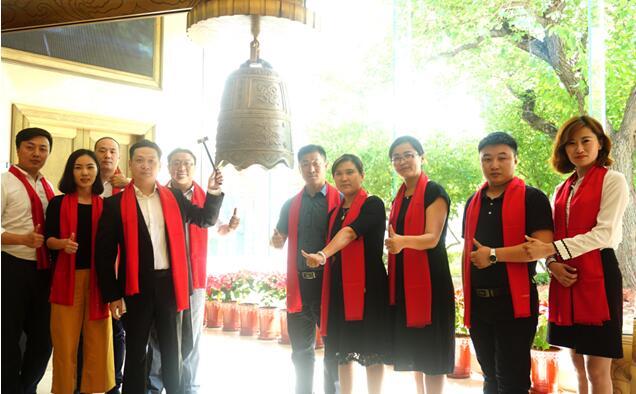 (必普股份董事长兼首席执行官张森先生,公司联合创始人赵鹤女士携公司