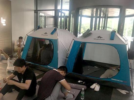 乐视供应商在乐视大厦大堂搭帐篷:打算待到还钱