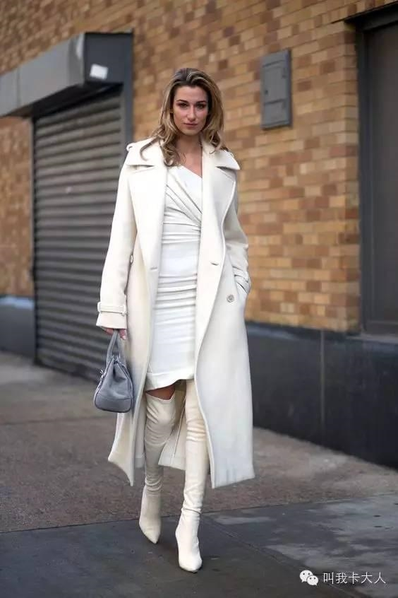 她示范一件白色大衣的n种搭配