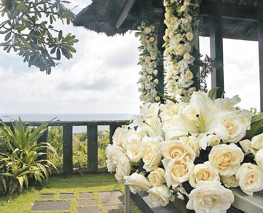 新人举行婚礼的酒店,景色优美,将展开布置。