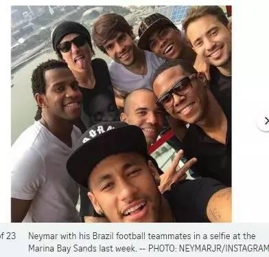 ▲巴西著名足球运动员内马尔和队员们。(图据《海峡时报》)