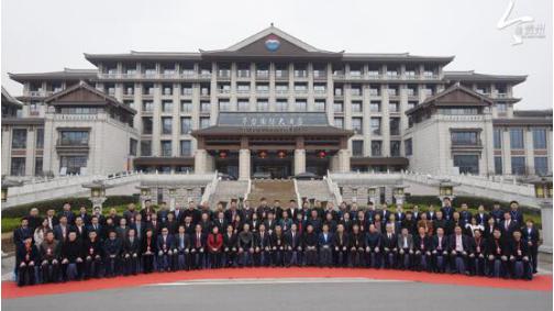 凝聚共识 共创贵州白酒新未来!贵州省白酒企业圆桌会议在茅台召开-焦点中国网