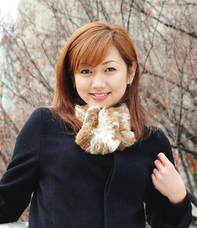 , 在杨惠妍的带领下,碧桂园已经销售出去300万套房产。在今年世界经济论坛公布的《全球青年领袖名单》中,杨惠妍同样是榜上有名。《全球青年领袖名单》每年评选一次,能够入选的不乏一些政府人士、商界领袖、社会企业家。例如,阿里巴巴创始人马云、VIPKID创始人及CEO米雯娟、网易CEO丁磊、雅虎首席执行官玛丽莎梅耶尔、英国前首相卡梅伦等都曾入选。杨惠妍能入选,足以看出外界对她的认可程度之高。