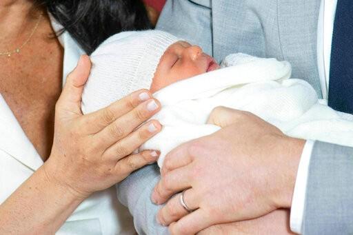 """哈里、梅根首次携子亮相!宝宝的名字果然很有""""贵族范""""_图1-4"""