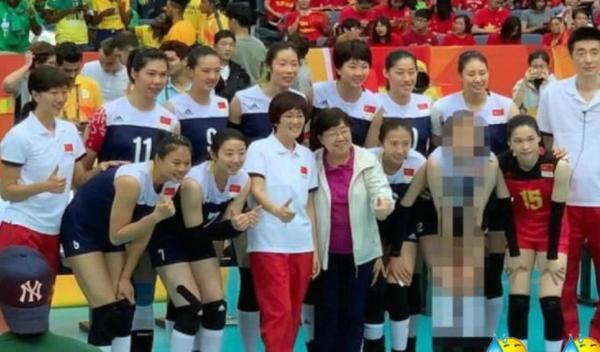 天津体育发布女排合影马赛克惠若琪