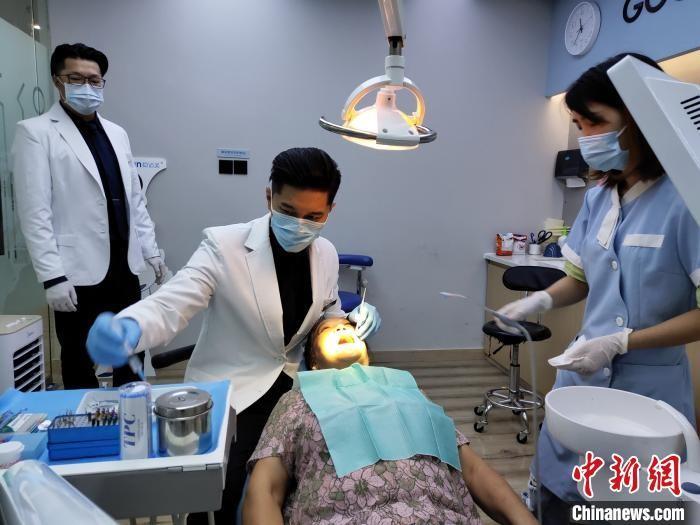 前台湾偶像歌手在成都当牙医 疫情期间返蓉_图1-1