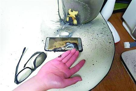9月13日,韩国发生的一起三星Note7电池爆炸事故图片。/CFP