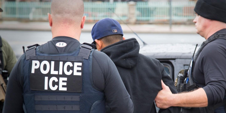 内部邮件透露 ICE利用Facebook数据追踪无证移民_图1-1