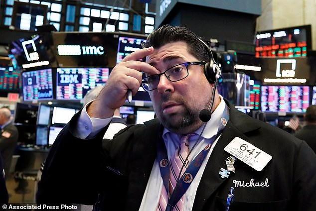 """华尔街""""血流成河"""" 道指两天狂泻逾1300点!_图1-6"""