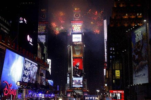 1年1月1日,纽约时代广场燃气烟花.-百万人时代广场一同走进2011