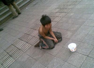 街头乞讨儿童街头乞讨儿童图片
