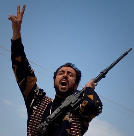 利比亚政府军进攻反对派大本营班加西