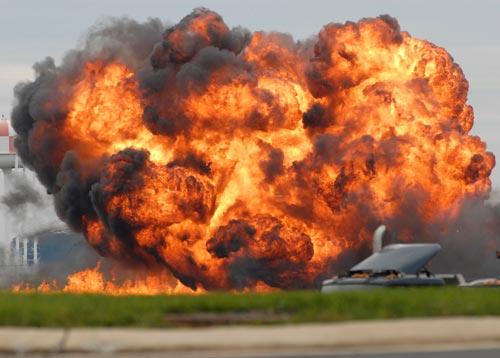 美国又一飞机表演时坠毁