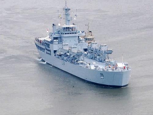 伦敦号军舰手绘画图片