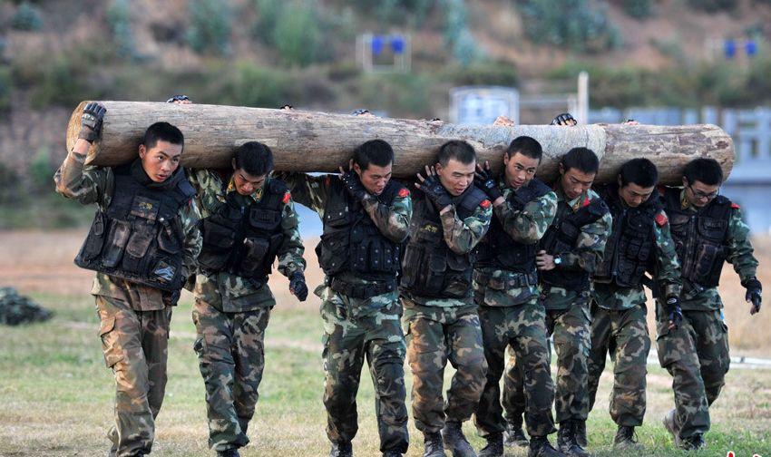 中国武警部队的 魔鬼式 训练图片