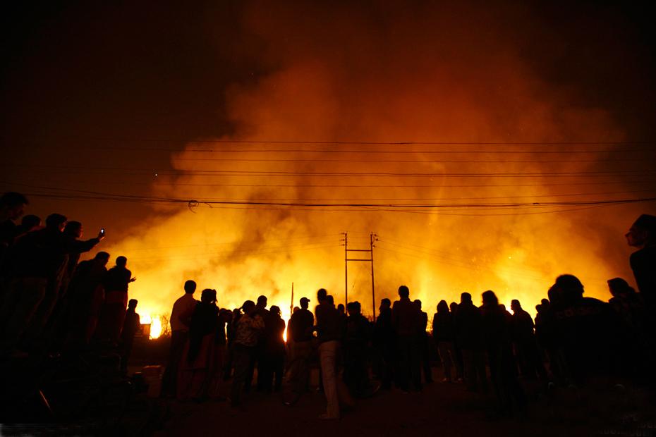 尼泊尔首都国际机场附近发生火灾