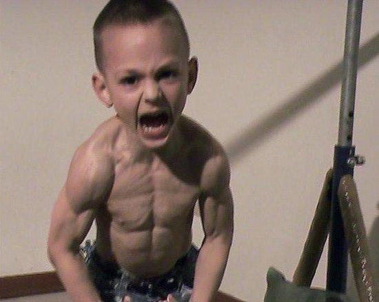 肌肉 猛男/意大利7岁小猛男晒八块腹肌成年男子自愧不如(组图)