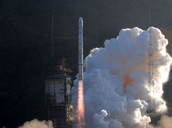 载火箭发射风云二号卫星