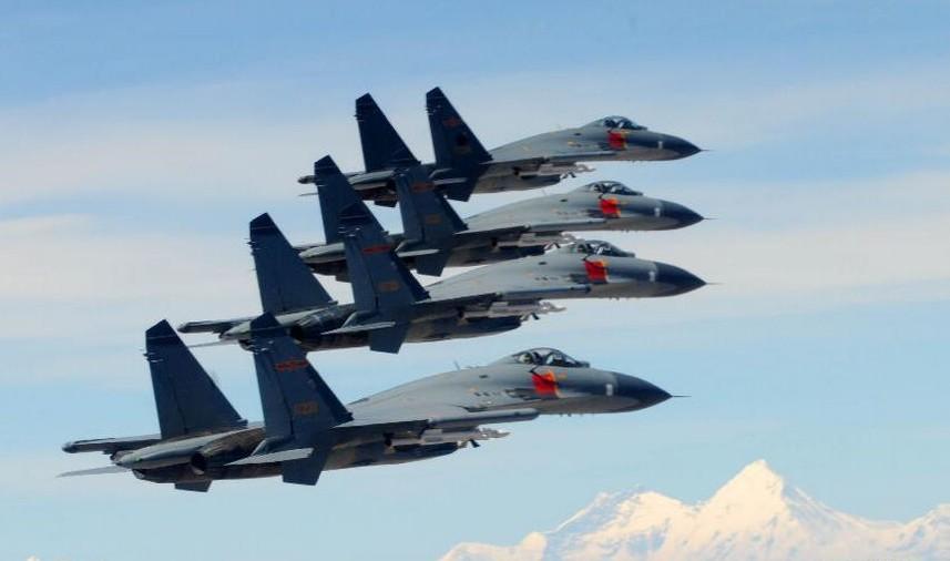 中国空军歼11战机编队高原战术训练