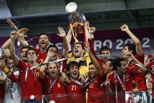 西班牙卫冕2012欧洲杯冠军(组图)图片