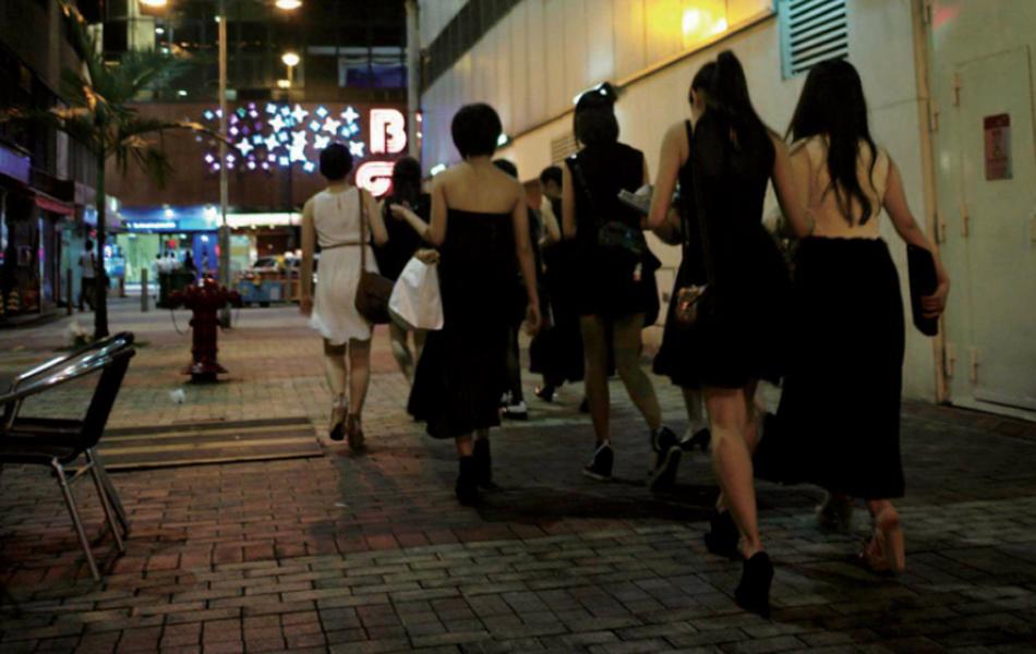 姐哥网_香港夜总会妈咪生活状态(组图)_第一金融网