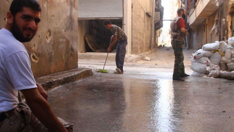 叙利亚反对派遭坦克炮击生死瞬间