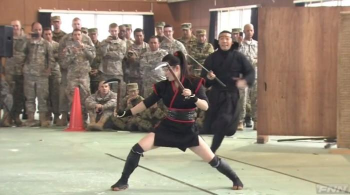 日本向美军展示伊贺流忍术表演(组图)_图1-1