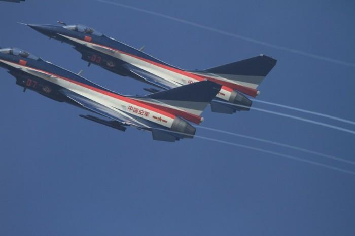 八一飞行表演队歼10战机亮相