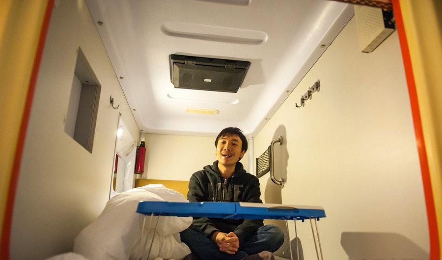 目前国内只有青岛,济南等地有几家,他的七星太空舱胶囊旅馆是西南第一