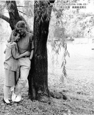 年轻时的克林顿希拉里高清图片