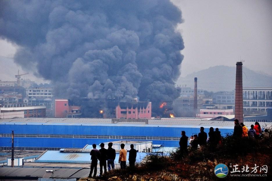 实拍贵阳化工厂爆炸初步核实5人受伤 近3万人转移【组图】