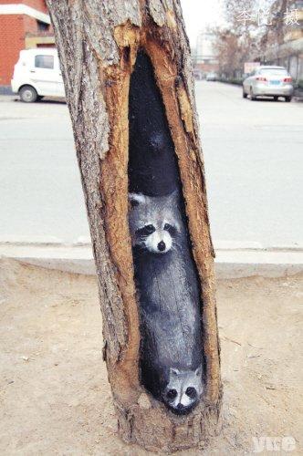 """女孩绘树洞画轰动全国 央视称其""""感动冬天"""""""