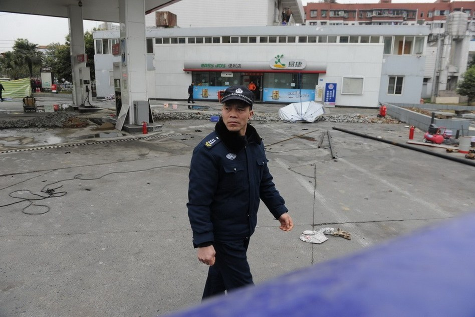 成都一加油站爆炸致1死2伤