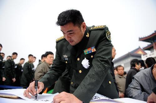 图文 陈招娣遗体告别仪式举行 刘玉栋签名