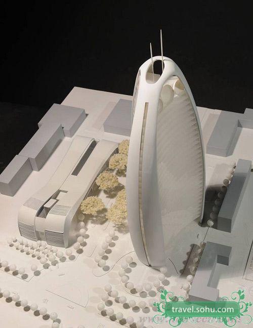 有网友称:人民日报社新办公楼造型很特别,是一个球体变形后削去三个面,变成三面凹进的体量,混凝土框架与大型横梁结构的超高层,预计2014年完全竣工。