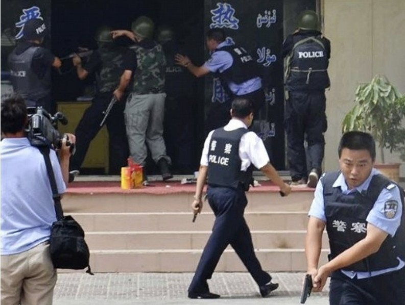 新疆暴徒杀15警察细节公布:暴徒不分民族滥杀无辜