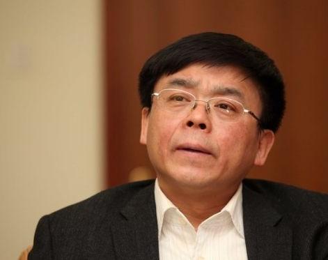 """前中央编译局局长衣俊卿,因""""情史""""事件被免职。"""