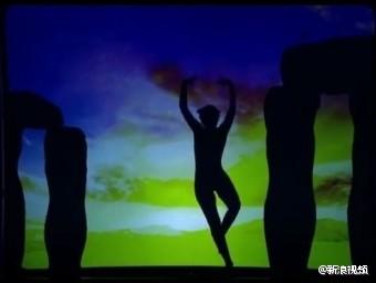 英国达人秀感人投影舞蹈秀 太震撼了!