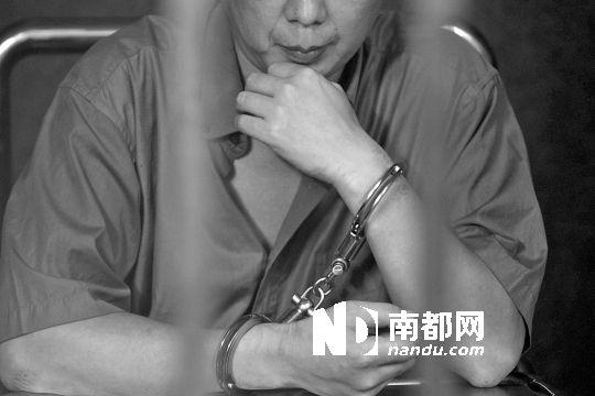 林军化名自首称酒后强奸亲生女儿。