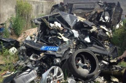 海盐兰博基尼撞车现场 树断八棵车主身亡 车成废铁
