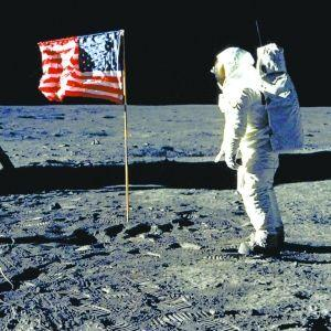 斯诺登微博指美登月造假:是俄罗斯首先探索月球