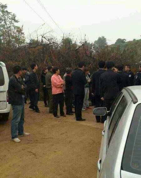 10日清晨,该市抚宁县榆关镇发生―起故意杀人刑事案件,致3人死亡3人受伤。经侦查,公安机关已初步确定犯罪嫌疑人,并组织巡警、特警和武警全力进行盘查和搜捕。