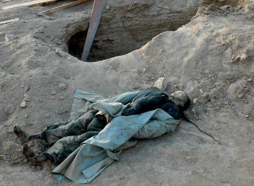 10月9日,多名项城市民致电大河报新闻热线,称该市新一高附近发掘出一处古墓,现场发现一具保存尚为完好、身着清朝官服的干尸。