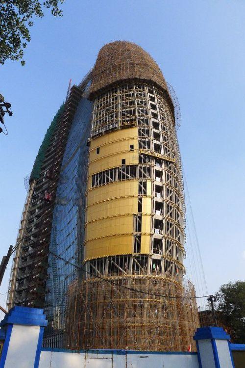 人民日报新大楼安装玻璃幕墙 网友戏称披上了
