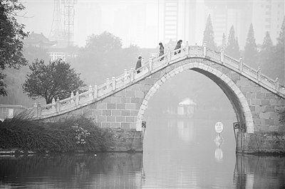 北京一周三发重污染预警 13省市雾霾天创极值
